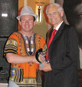 Inst_SAEEC__LJ-handing-award-to-Prf